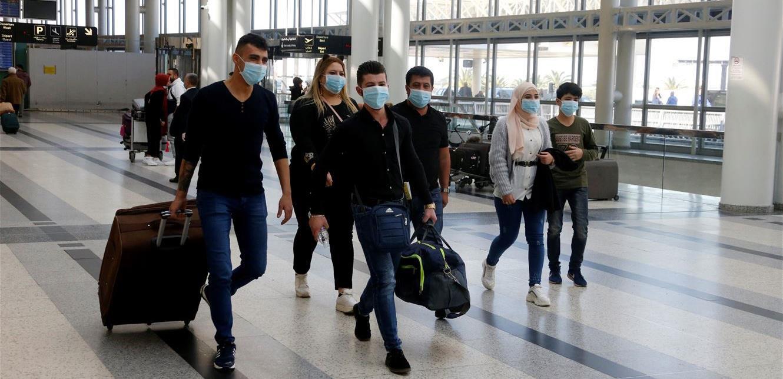 طلاب لبنان يتسوّلون في الخارج... ومصيرهم مجهول