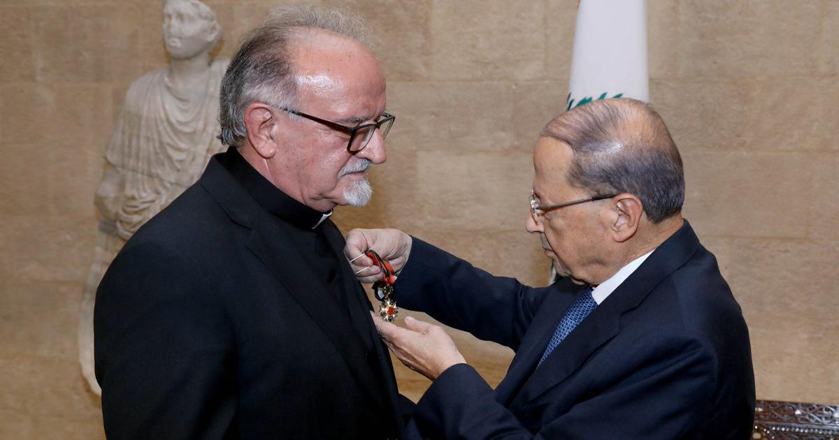 الرئيس ميشال عون والاب مبارك