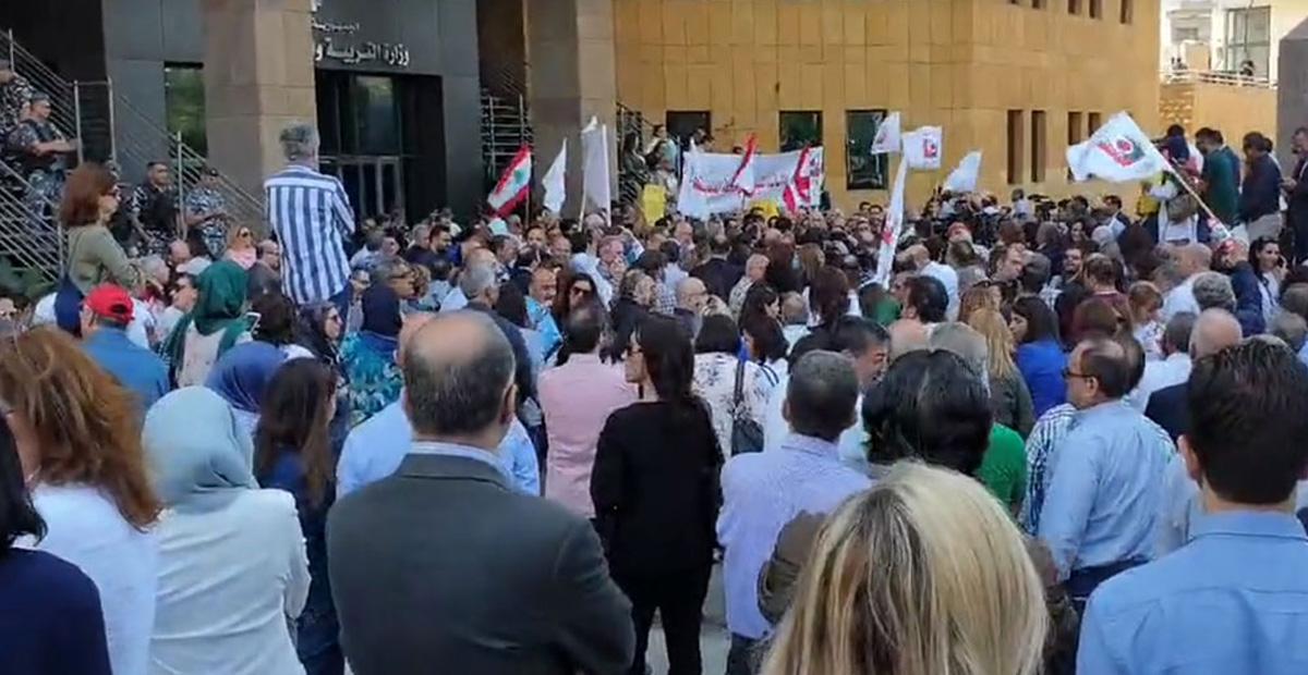 اضراب المدارس والمعلمين